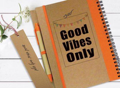 מחברת מתנה מקורית, ממותגת אישית עם מסר: Good Vibes Only
