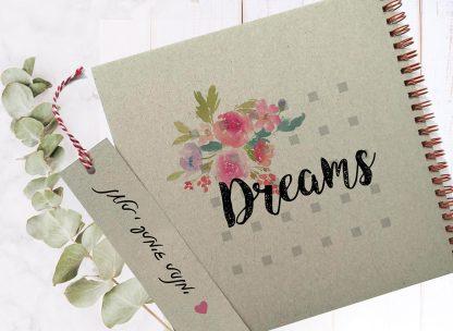 מחברת חלומות DREAM, עם איור פרחים וממותגת עם שם