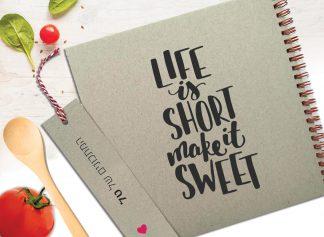 מחברת מתכונים אישית מעוצבת, עם שם, בעיצוב משפט השראה: ״Life Is Short, Make It Sweet״