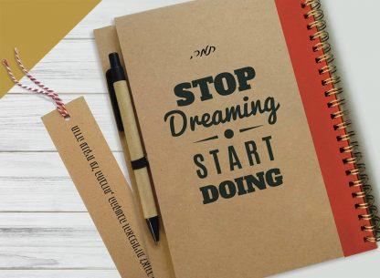 """מחברת עם שם ומשפט העצמה אישית: """"Stop Dreaming Start Doing"""", ספירלת נחושת"""