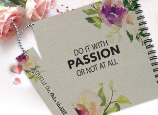 """מחברת בעיצוב פרחוני עם שם ומשפט השראה: """"DO IT WITH PASSION OR NOT AT ALL"""""""
